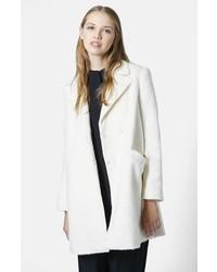 weißer flauschiger Mantel