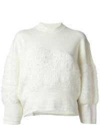 weißer flauschiger Pullover mit einem Rundhalsausschnitt