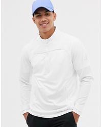 weißer Fleece-Pullover mit einem Reißverschluss am Kragen