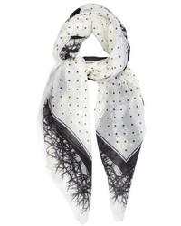 weißer gepunkteter Schal