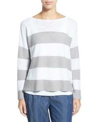 weißer horizontal gestreifter Pullover mit einem Rundhalsausschnitt