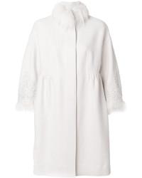 weißer Mantel mit einem Pelzkragen von Ermanno Scervino