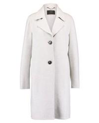 weißer Mantel von Taifun