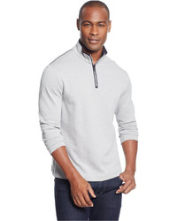 weißer Pullover mit einem Reißverschluss am Kragen
