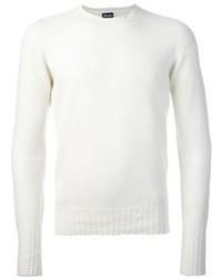 weißer Pullover mit einem Rundhalsausschnitt