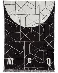 weißer Schal mit geometrischem Muster von McQ