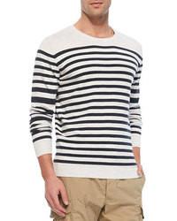 weißer und dunkelblauer Pullover mit einem Rundhalsausschnitt