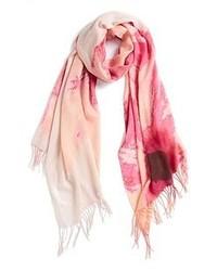 weißer und rosa Schal