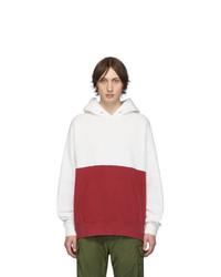weißer und roter Pullover mit einem Kapuze von VISVIM