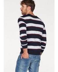 weißer und roter und dunkelblauer horizontal gestreifter Pullover mit einem Rundhalsausschnitt von John Devin