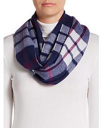 weißer und roter und dunkelblauer Schal