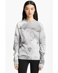 weißer und schwarzer bedruckter Pullover mit einem Rundhalsausschnitt
