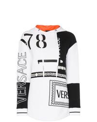 weißer und schwarzer bedruckter Pullover mit einer Kapuze von Versace