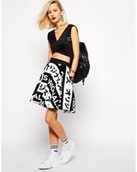weißer und schwarzer bedruckter Skaterrock von adidas