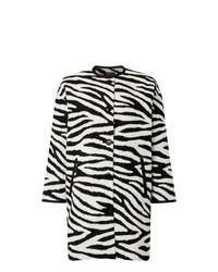 weißer und schwarzer horizontal gestreifter Mantel