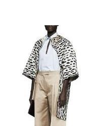 weißer und schwarzer Mantel mit Leopardenmuster