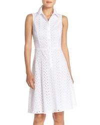 weißes ausgestelltes Kleid mit Lochstickerei
