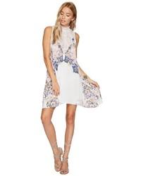 weißes bedrucktes Camisole-Kleid