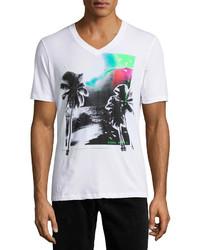 weißes bedrucktes T-Shirt mit einem V-Ausschnitt