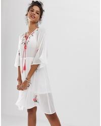 weißes besticktes Folklore Kleid von En Creme
