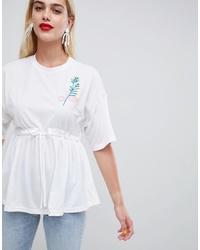 weißes besticktes T-Shirt mit einem Rundhalsausschnitt von ASOS MADE IN