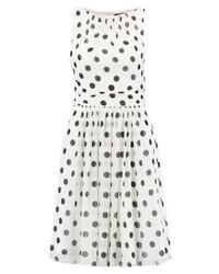 weißes gepunktetes ausgestelltes Kleid von Swing