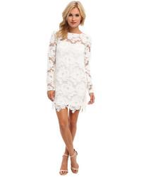 weißes gerade geschnittenes Kleid aus Spitze