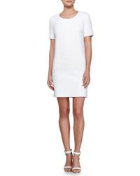 weißes gerade geschnittenes Kleid mit Reliefmuster