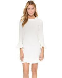 weißes gerade geschnittenes Kleid mit Rüschen