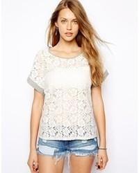weißes Häkel T-Shirt mit einem Rundhalsausschnitt von Only