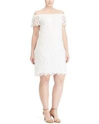 weißes schulterfreies Kleid aus Spitze