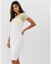 weißes figurbetontes Kleid aus Spitze von Vesper
