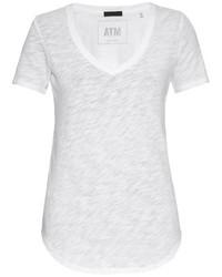 weißes T-Shirt mit einem V-Ausschnitt