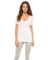weißes T-Shirt mit einem V-Ausschnitt von AG Jeans