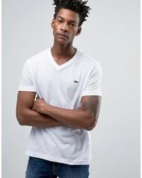 weißes T-Shirt mit einem V-Ausschnitt von Lacoste