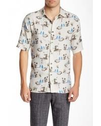 weißes und blaues bedrucktes Kurzarmhemd