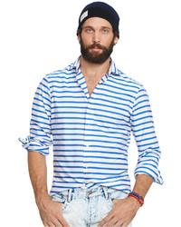 weißes und blaues horizontal gestreiftes Businesshemd
