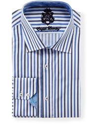 weißes und blaues Langarmhemd