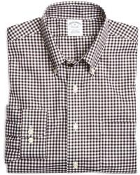 weißes und braunes Langarmhemd mit Vichy-Muster