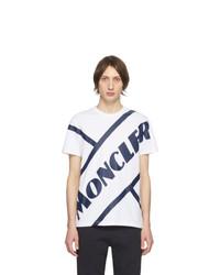 weißes und dunkelblaues bedrucktes T-Shirt mit einem Rundhalsausschnitt von Moncler