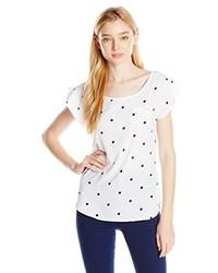 weißes und dunkelblaues gepunktetes T-Shirt mit einem Rundhalsausschnitt