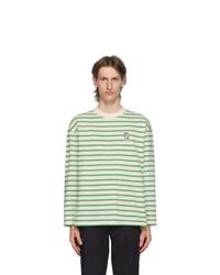 weißes und grünes horizontal gestreiftes Langarmshirt