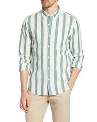 weißes und grünes vertikal gestreiftes Langarmhemd