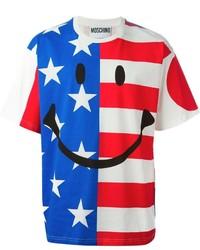 weißes und rotes und dunkelblaues bedrucktes T-Shirt mit einem Rundhalsausschnitt