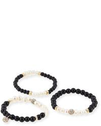 weißes und schwarzes Armband