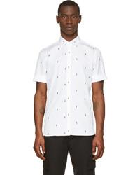 weißes und schwarzes bedrucktes Kurzarmhemd