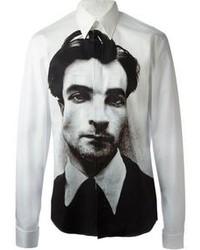 weißes und schwarzes bedrucktes Langarmhemd