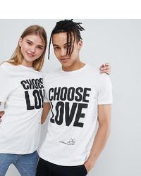 weißes und schwarzes bedrucktes T-Shirt mit einem Rundhalsausschnitt von Help Refugees