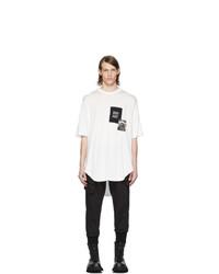 weißes und schwarzes bedrucktes T-Shirt mit einem Rundhalsausschnitt von Julius