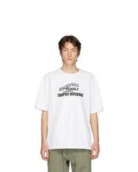 weißes und schwarzes bedrucktes T-Shirt mit einem Rundhalsausschnitt von Linder